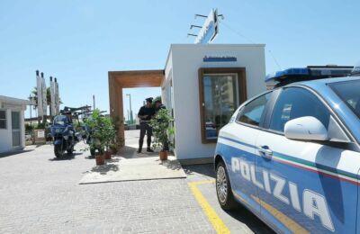 Riccione, denunciati 4 ragazzi per furto in spiaggia