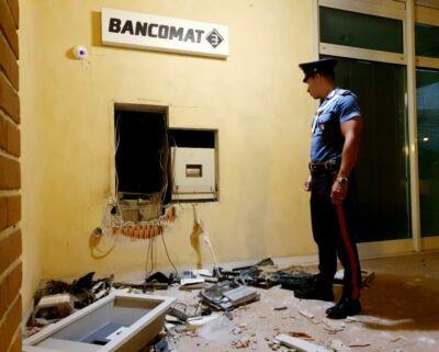 Banditi fanno esplodere bancomat a Coriano poi scappano col bottino