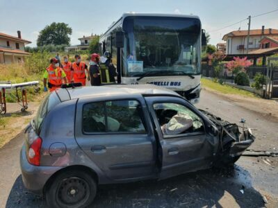 Scontro bus-auto: otto feriti, grave una donna a Montescudo