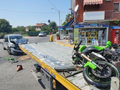 Scontro auto-moto a Riccione: grave un uomo, strada chiusa