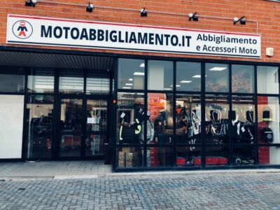 Goditi la bella stagione con Motoabbigliamento.it, abbigliamento estivo certificato: dai guanti moto alle giacche