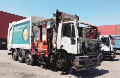Cesena, camion di Hera a fuoco in autostrada