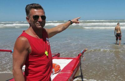 Non sa nuotare, ragazzino rischia di morire a Rimini