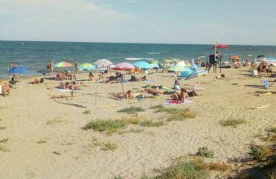 """Sesso in spiaggia a Lido di Dante: """"Accade anche davanti ai bimbi"""""""
