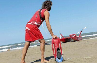Rimini. Bimba di un anno salvata dall'annegamento in mare