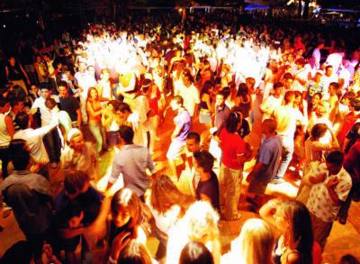 """Feste in spiaggia, Corsini: """"Ordinanza la prossima settimana"""""""