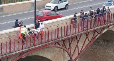 """Cesena, """"Senza di lei voglio morire"""": 20enne salvato al Ponte Nuovo"""
