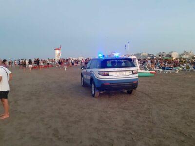 Assembramenti al chiringuito a Rimini: la polizia spegne la musica