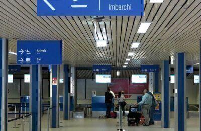 Rimini. Positivo sull'aereo, passeggeri in quarantena